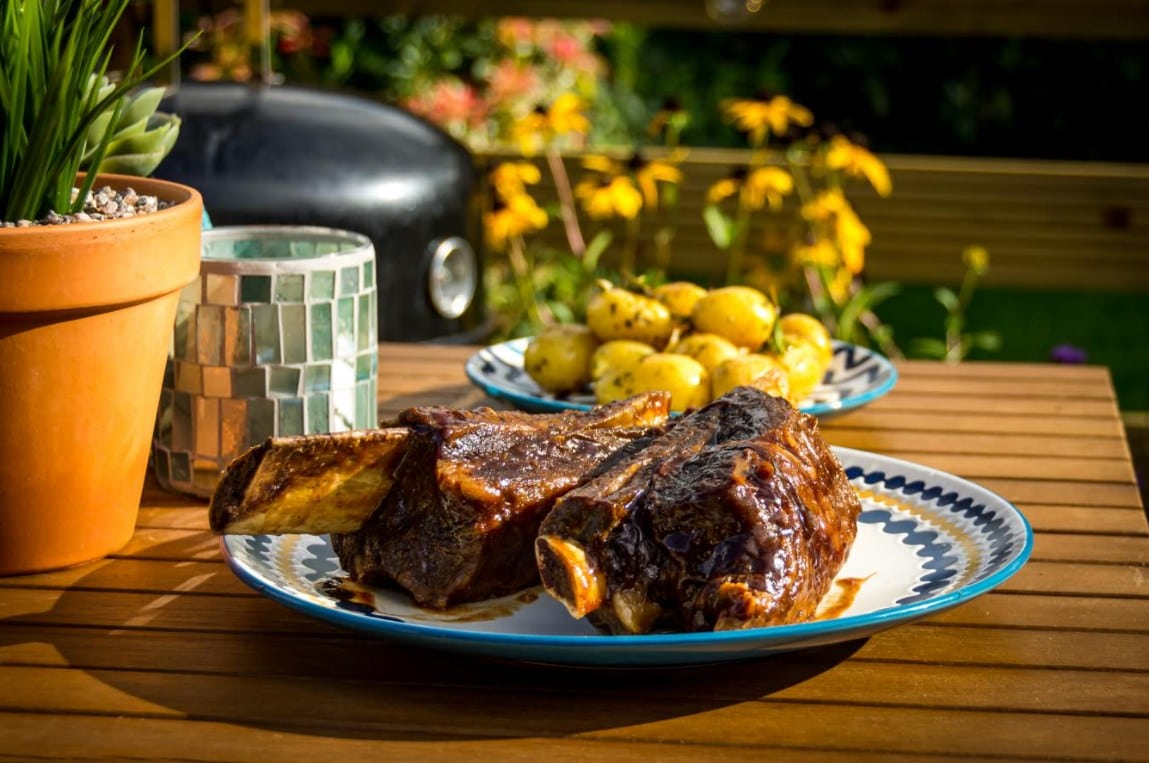 STICKY STEAK AND ALE BBQ RIBS